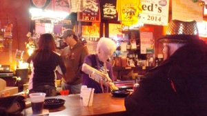 Tante Sue Tending Bar